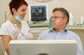 Professionelle Zahnhygiene. Regelmäßige Pflege sorgt nicht nur für blendendes Aussehen, sondern sichert auch Ihre Zahngesundheit.